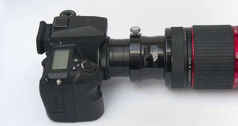 Durch teleskop fotografieren. kamera anschließen.